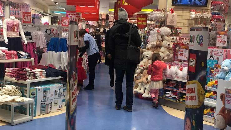 ARCHIV - Polen lockert in der Vorweihnachtszeit die Corona-Schutzmaßnahmen für den Einzelhandel (Archiv). Foto: picture alliance / Natalie Skrzypczak/dpa
