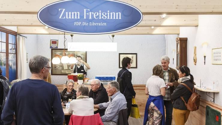 Auf ein Bier beim Freisinn: Die FDP setzt auf ungezwungene Kontaktpflege.