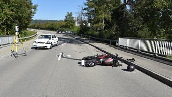 Eine 45-jährige Autofahrerin, welche hinter dem Motorrad fuhr, konnte rechtzeitig ausweichen und eine weitere Kollision verhindern.