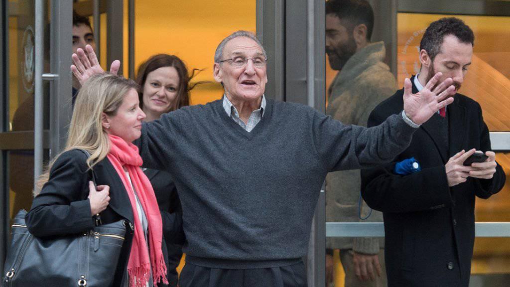 Vincent Asaro verlässt am Donnerstag das Gericht im New Yorker Stadtteil Brooklyn nach seinem Freispruch.