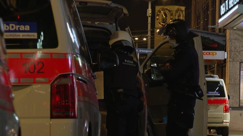 Stadt Zürich: Jugendliche beschiessen Polizei mit Feuerwerk