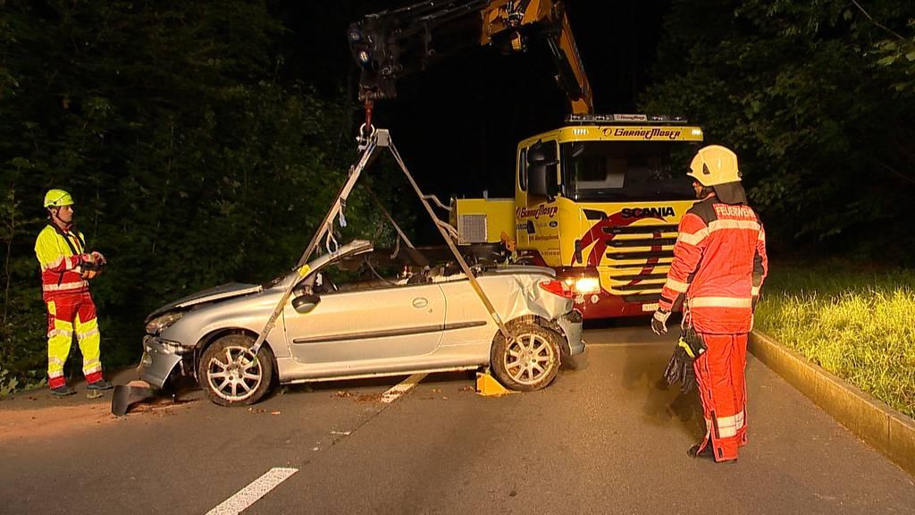 Teufen: Auto überschlägt sich mehrfach - Zwei Verletzte bei Verkehrsunfall
