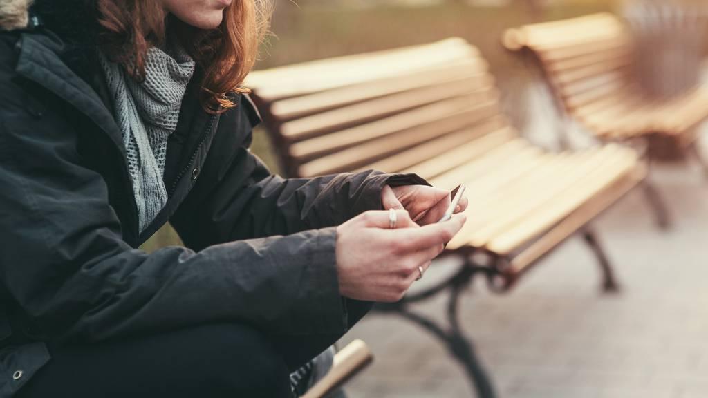 Vielen Menschen mit psychischen Problemen hilft es, das Sorgentelefon zu kontaktieren. (Symbolbild)