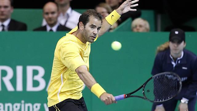 Tennislegende Pete Sampras in Zürichs Saalsporthalle in Aktion