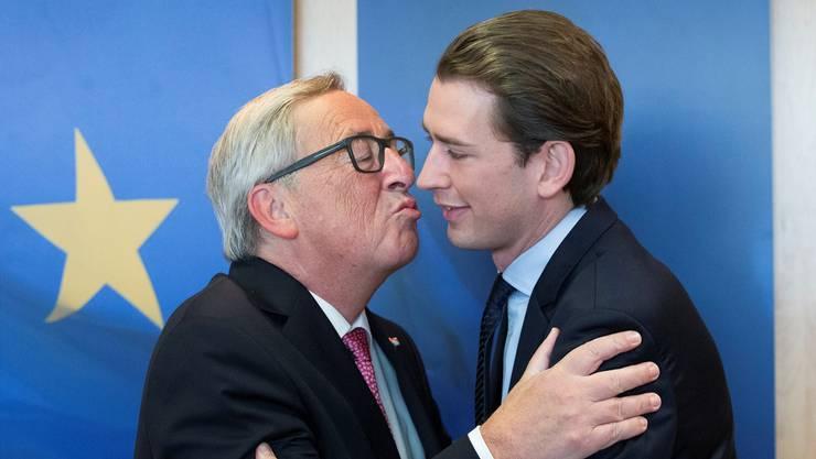 Simonetta Sommaruga kennt es: Juncker (links) auf Schmusekurs. O. HOSLET/EPA/KEY