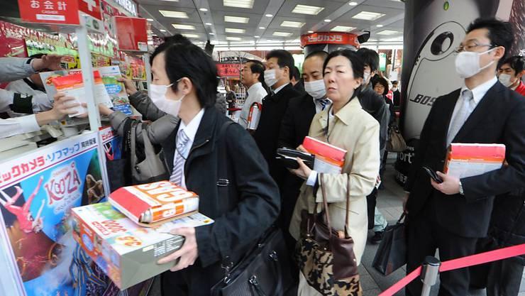 Japans Konsumenten haben vor der Erhöhung der Mehrwertsteuer kräftig eingekauft. (Archivbild)