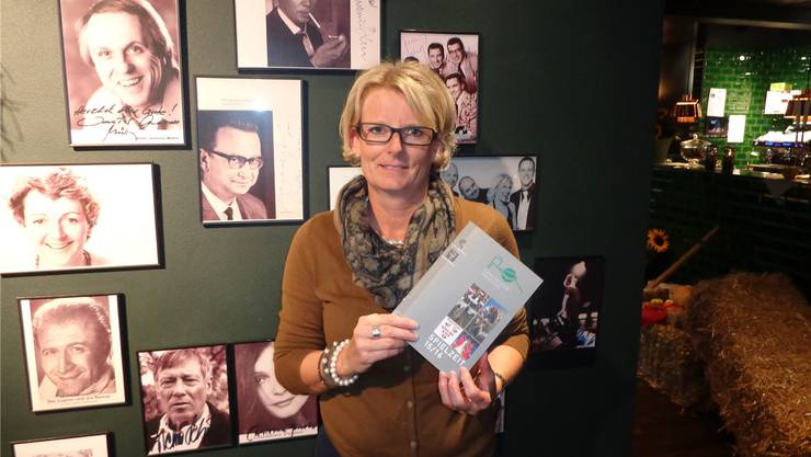 «Intendantin» Corinne Maier präsentiert das neue Theaterprogramm.