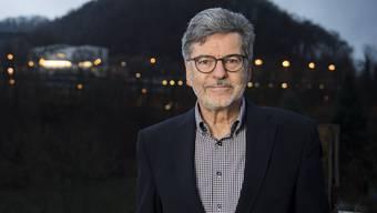 Dieter Martin wurde als Gemeindeammann wiedergewählt. Das Foto zeigt ihn auf der Terrasse seines Hauses in Rieden.