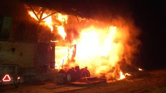 In der Thurgauer Gemeinde Neukirch-Egnach brannte in der Nacht eine Scheune lichterloh.