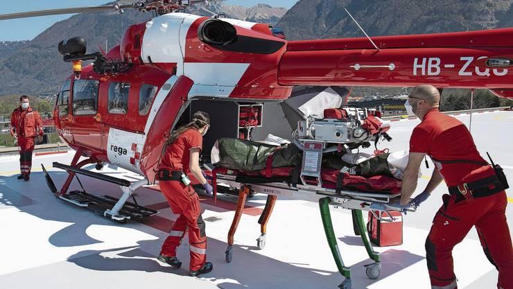 Die Rega, berühmteste Retterin des Landes, soll den Schweizer Spitälern durch die Coronakrise helfen.