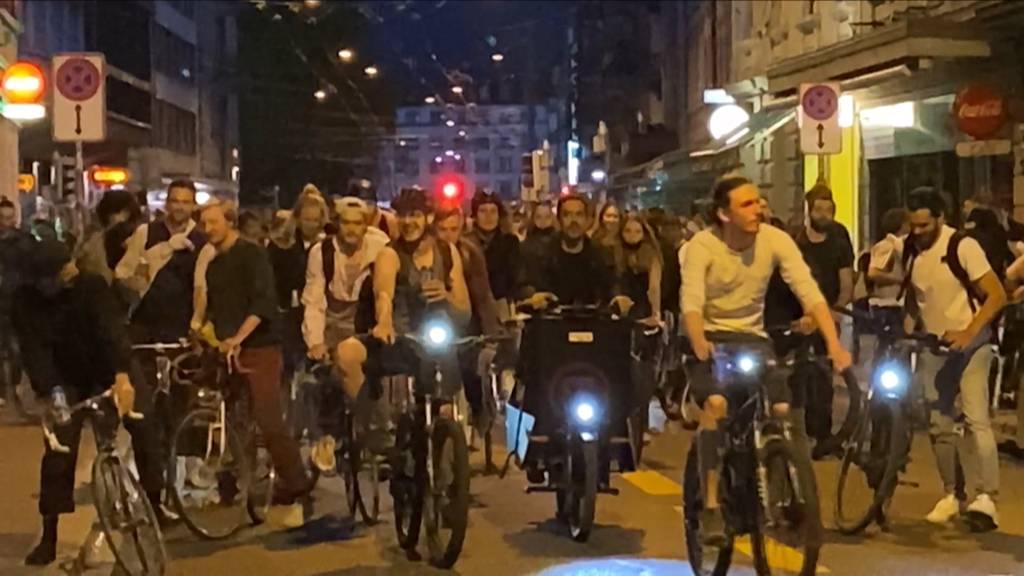 Critical Mass: Tausende Velofahrer legten Verkehr in Zürich lahm