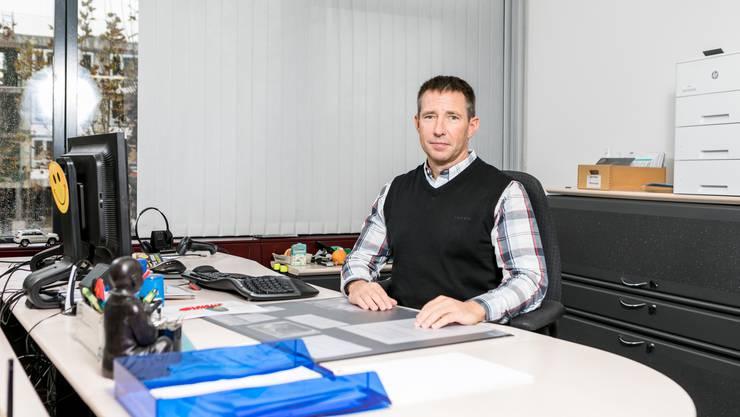 Roger Richard leitet seit 15 Jahren das Betreibungs- und Gemeindeammannamt Geroldswil-Oetwil-Weiningen. Dabei wird er täglich mit Schicksalen von Schuldnern konfrontiert.