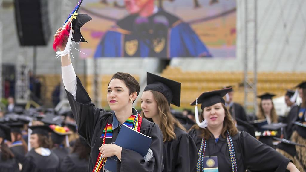 Über hundert Studenten der katholischen Universität Nôtre Dame verliessen die Abschlussfeier, als Vizepräsident Pence seine Rede hielt.