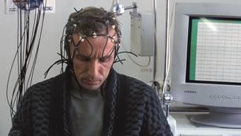 Was in Luzern gut 60-mal durchgeführt wurde, könnte Schule machen: Hirnscans bei Patienten, die wegen psychischer Krankheiten eine IV beantragen. Nun regt sich im Nationalrat Widerstand. Symbolbild/Keystone