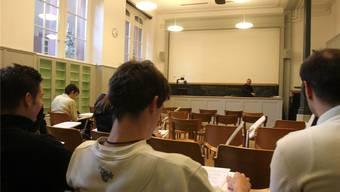 Signal aus dem Baselbiet zeigt Wirkung: Die Uni Basel sistiert Berufungsverfahren für Professuren.