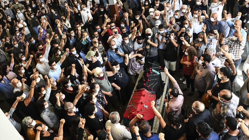 Inhaftierte türkische Anwältin Timtik stirbt im Krankenhaus