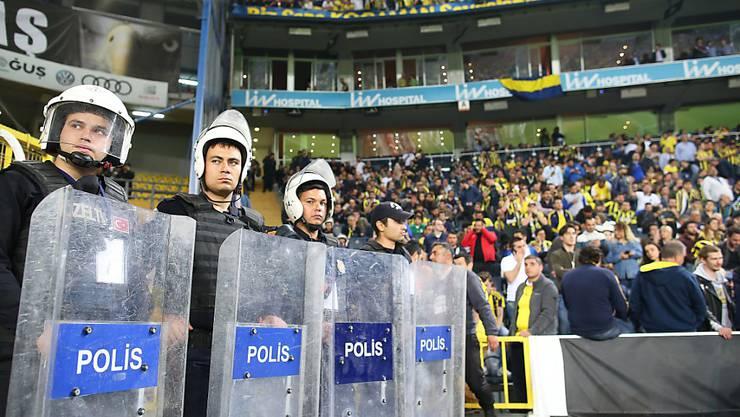 Nach dem Spielabbruch im Istanbuler Derby gegen Fenerbahce vom 19. April wird Besiktas für den kommenden Cup ausgeschlossen