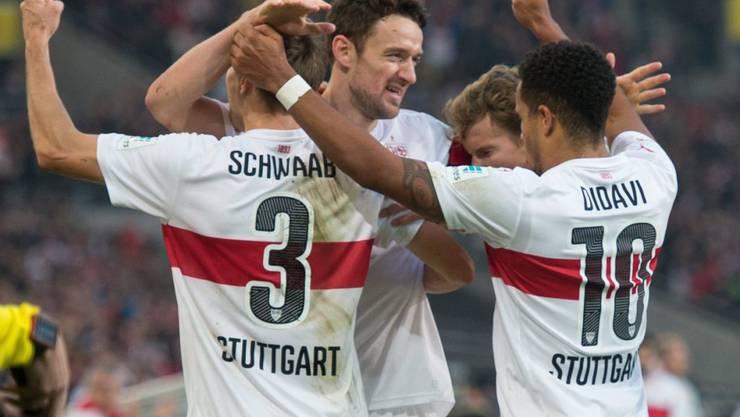 Stand am Ursprung des Stuttgarter Führungstreffers: Captain Christian Gentner (Bildmitte, im Hintergrund)