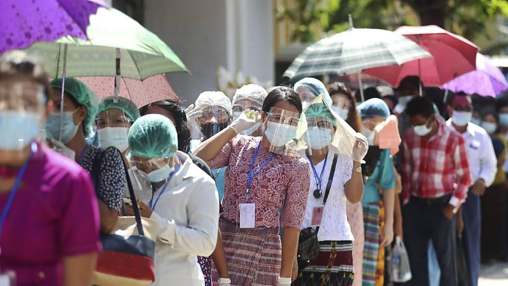 Hohe Beteiligung bei Wahl in Myanmar – Suu Kyi als Favoritin