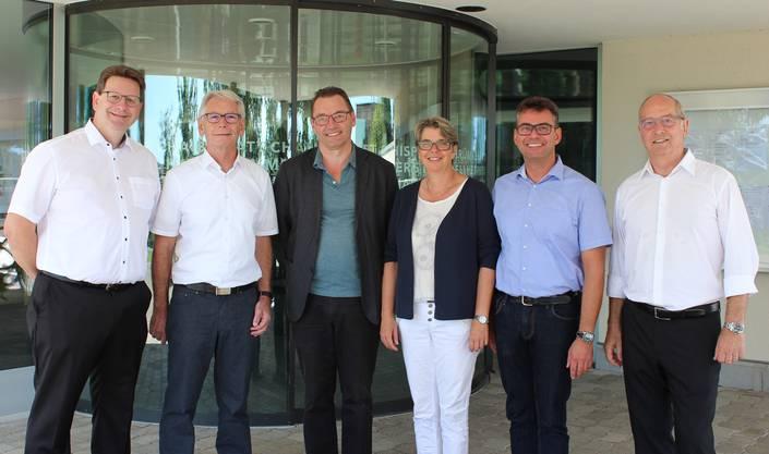 V.l. Markus Knüsel (SVP), Raymond Hunziker (SVP), Gemeindeammann Tobias Leuthard (SP), Regula Kuhn (SP), Vizeammann Thomas Kaspar (FDP), alt Vizeammann Peter Forster (FDP).