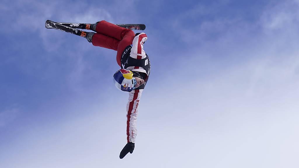 Teamleader Noé Roth führte das Schweizer Aerials-Team im Mixed-Wettkampf zum Gewinn der WM-Silbermedaille.