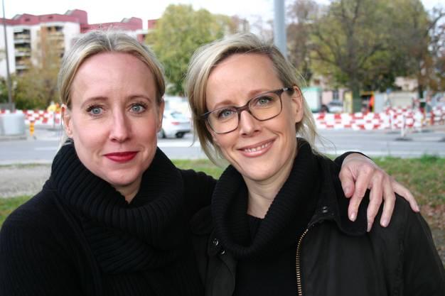 Die beiden Schlieremer Schwestern Liliane Hagen und Susanne Porchet kämpfen für den Baum.
