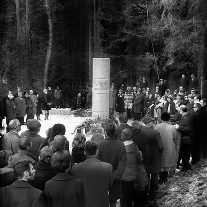 Am 7. März 1971 wird an der Absturzstelle im Wald von Würenlingen eine Gedenkstätte eingeweiht. Sie besteht auch heute noch.