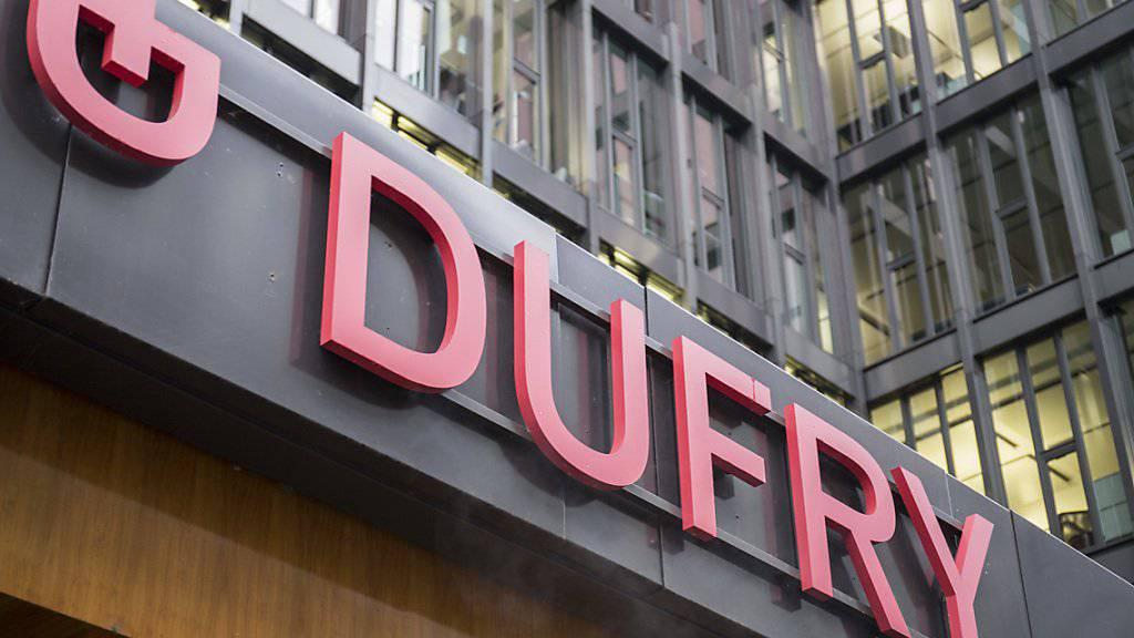 Das Geschäft mit zollfreien Läden in Flughäfen hat 2017 gebrummt: Dufry konnte Umsatz und Betriebsgewinn steigern. (Archiv)
