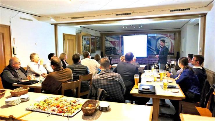 Angelo Lozza erläutert die aktuelle Energietechnik von Gebäuden...