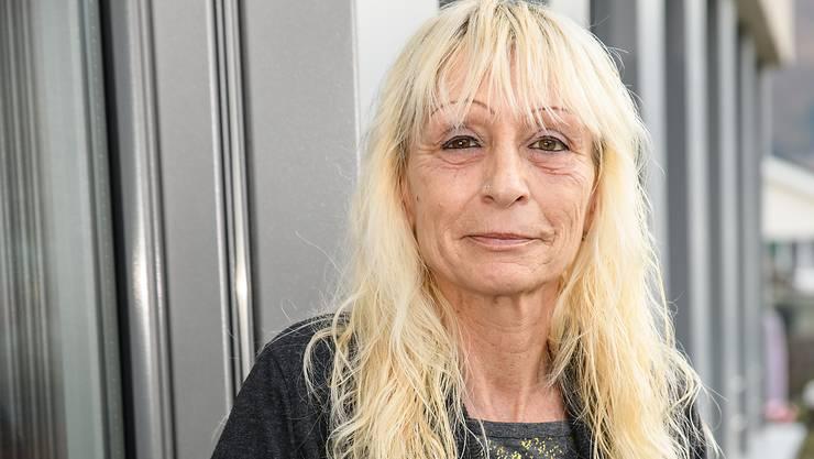 Porträt von Claudia Vallant, die via Rotes Kreuz den beruflichen Wiedereinstieg geschafft hat.