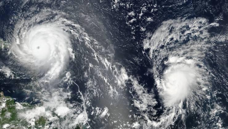 """Hurrikan """"Irma"""" (l.)  und Hurrikan """"José"""" auf einer Satellitenaufnahme."""