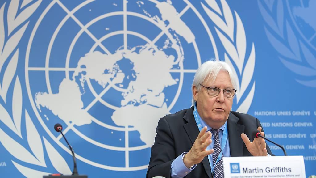 Martin Griffiths, Untergeneralsekretär für humanitäre Angelegenheiten und Nothilfekoordinator, spricht während einer Pressekonferenz am europäischen Hauptsitz der Vereinten Nationen (UN). Angesichts steigender Opferzahlen in Afghanistan hat Griffiths zum Schutz der Zivilbevölkerung aufgerufen. Foto: Martial Trezzini/KEYSTONE/dpa