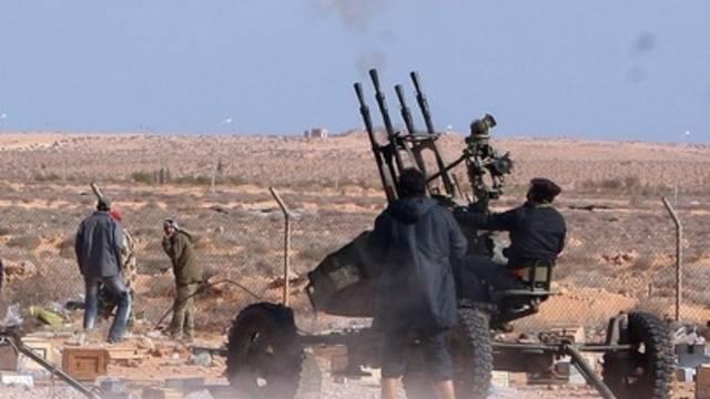 Libysche Rebellen wehren sich gegen Luftangriffe