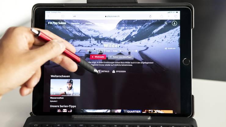 Die SRG kombiniert Englisch und Französisch: Die neue Plattform «PlaySuisse».