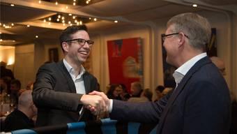 Den Erzfeind zum Freund gemacht: Freischaren-General Stephan Gurini (r.) befördert Kadettenchef Stefan Regli zum Freischaren-Commissionspräsidenten.