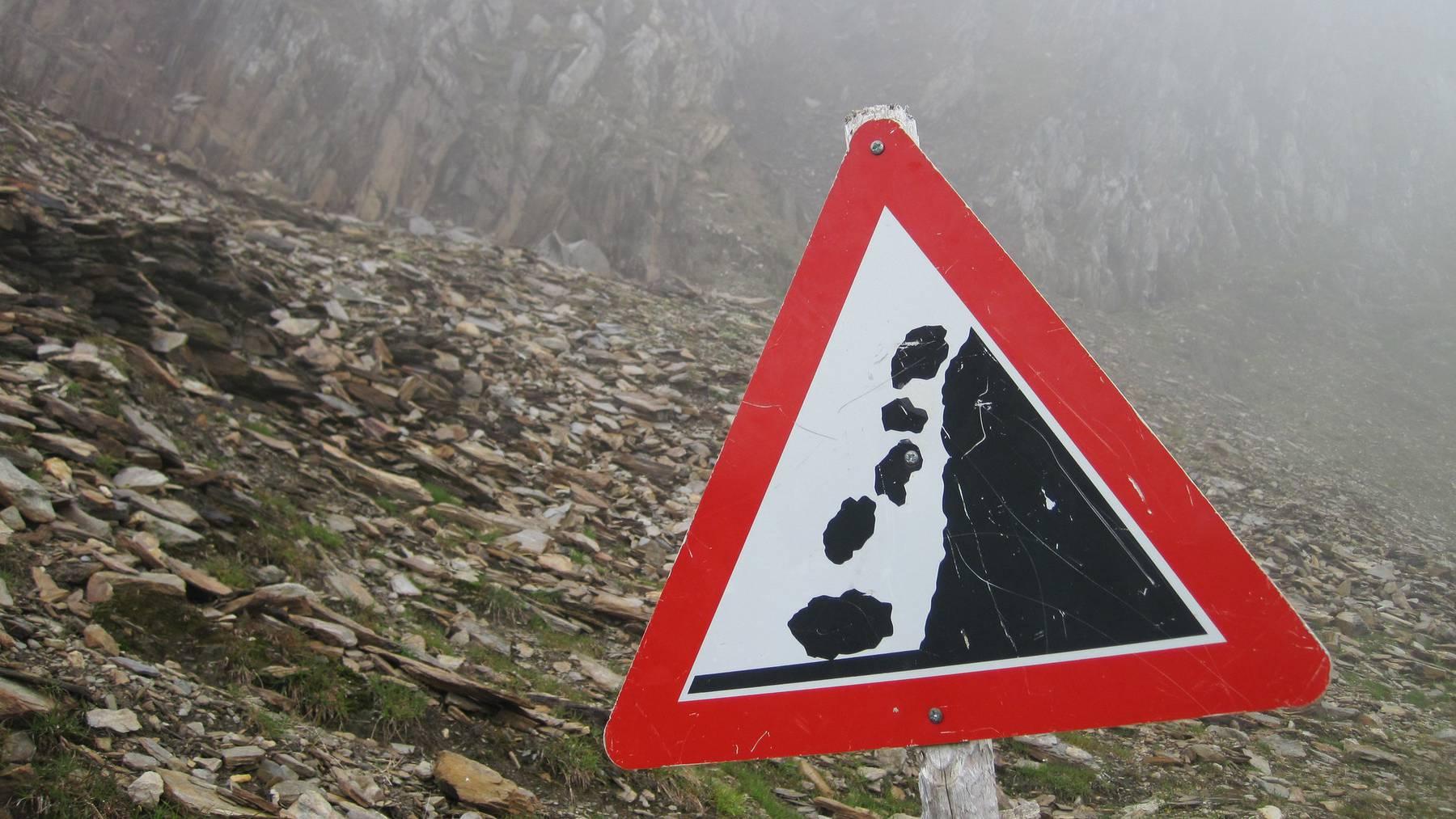 Absturzgefährdete Felsstücke in Uri