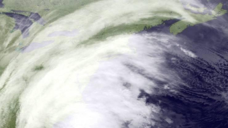 Satellitenbild des Wintersturmes, der über die Ostküste der USA fegt.