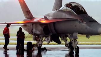 Ein F/A-18-Kampfjet im Jahr 2005 auf dem damaligen Militärflugplatz Dübendorf ZH. (Archivbild)