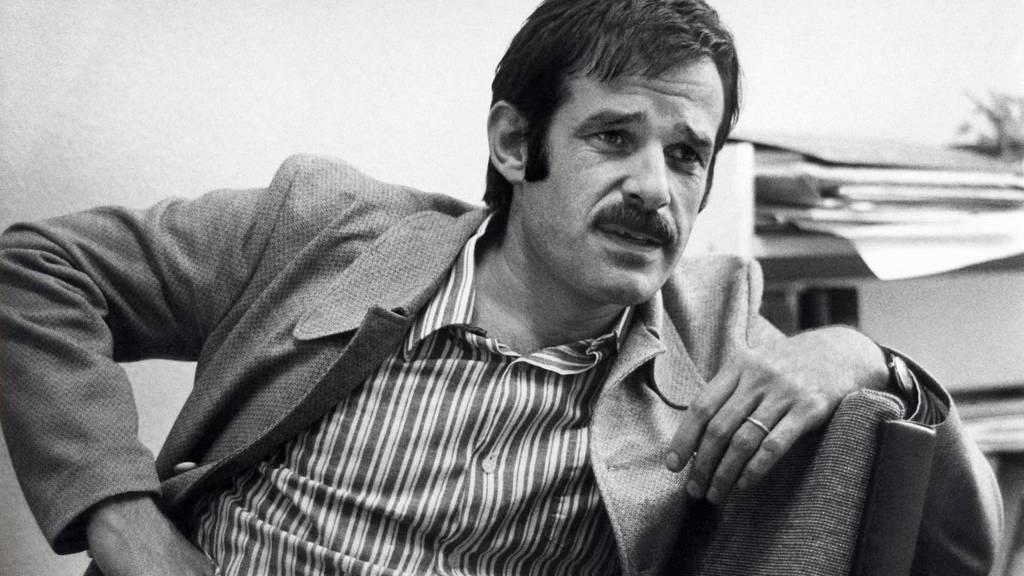Am 24. November 1972 verunglückte der beliebte Wegbereiter des Mundart-Chansons nach einem Auftritt in Rapperswil auf der Autobahn bei Kilchberg (ZH) tödlich im Alter von 36 Jahren.