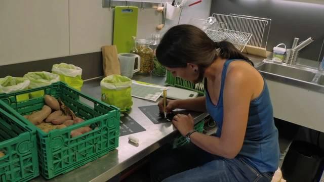 Zwei Ausschnitte aus dem Film Fair Traders mit Claudia Zimmermann