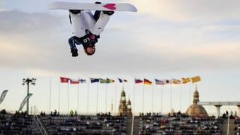 Iouri Podladtchikov hoch in der Luft - aber erfolglos.