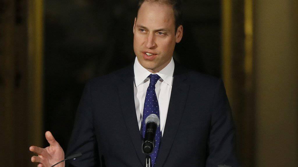 Prinz William, der Duke of Cambridge, ist seiner Ansicht nach nicht faul. Das sieht nur so aus, weil seine Grossmutter im Vergleich zu ihm so fleissig ist. (Archivbild)
