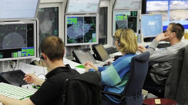 Mussten ihren Arbeitsplatz wegen Alarms kurzfristig räumen: Skyguide-Mitarbeiter in Dübendorf (Archiv)