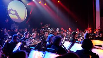 Beim Zwischenhalt in Paris spielte das Orchester ein Stück aus dem Musical «Les Misérables».