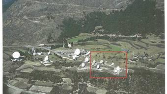 Die Abhöranlage von Leuk im Kanton Wallis. Rot eingerahmt sind die neuen Anlagen.