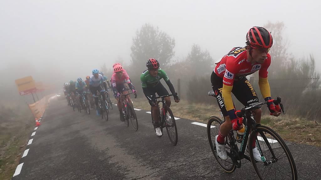 Primoz Roglic (vorne) dürfte die Spanien-Rundfahrt gewinnen
