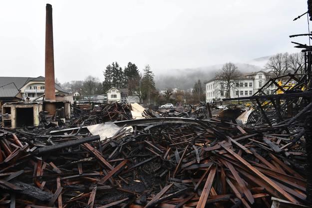 An Silvester kurz vor 23 Uhr ging bei der Kapo die Meldung ein, dass die Schreinerei Rütti AG brennt.