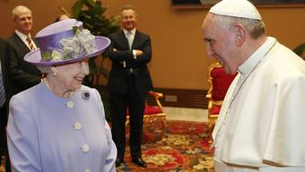 Queen Elizabeth II. zu Besuch bei Papst Franziskus