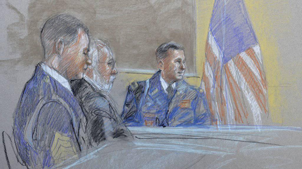 Der Soldat Bowe Bergdahl (links) bei einer Befragung vor einem Militärgericht in San Antonio.