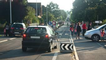 Nach zwei Verkehrsunfällen, bei denen Kinder von Autos angefahren wurden, reagiert der Gemeinderat und lädt zur Diskussion mit Fachstellen des Kantons und der Polizei ein. Symbolbild